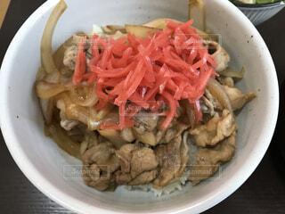 紅生姜たっぷりのオリジナル豚丼の写真・画像素材[4067981]