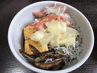わかさぎカニカマしらすの海鮮丼の写真・画像素材[4359018]