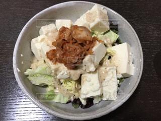 お豆腐ごまドレッシングサラダの写真・画像素材[4373153]