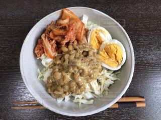 納豆キムチサラダの写真・画像素材[4812947]