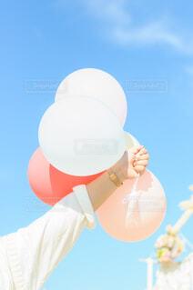 空と風船の写真・画像素材[4054677]