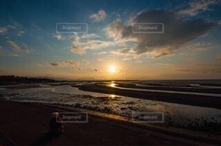 沈む夕日の写真・画像素材[4068260]