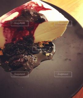 皿の上のチーズケーキの写真・画像素材[1397442]