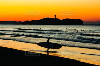 朝焼けの辻堂海岸の写真・画像素材[4069938]