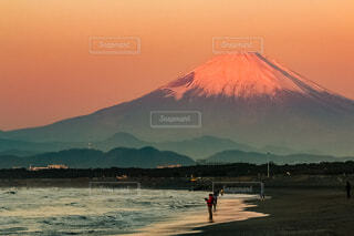 夜明けの紅富士の写真・画像素材[4070224]