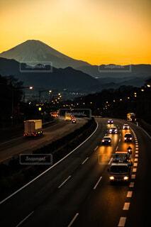 富士山東名高速道路の夕景の写真・画像素材[4202764]