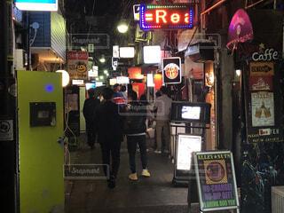 新宿、ゴールデン街、夜の風景の写真・画像素材[4062189]
