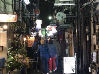 新宿、ゴールデン街、夜の風景の写真・画像素材[4062192]