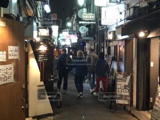 新宿、ゴールデン街、飲み屋街の風景の写真・画像素材[4062176]