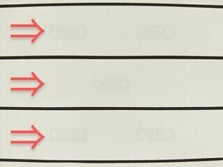 ホワイトボードに書いた3本の矢印の写真・画像素材[4103360]