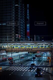 錦糸町駅とスカイツリーの写真・画像素材[4063955]