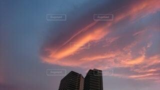 茜色に染まる雲の写真・画像素材[4071252]