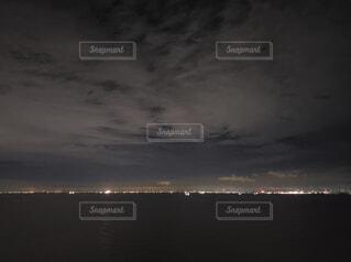 対岸の街明かりの写真・画像素材[4072407]