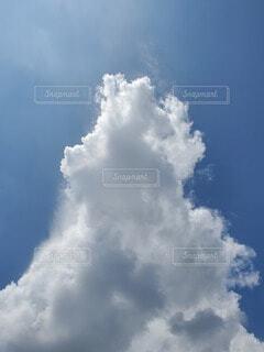 初夏の積乱雲の写真・画像素材[4077754]