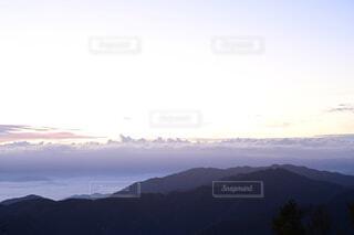 日の出の頃の雲海の写真・画像素材[4125425]