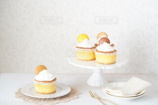 カップケーキでお家スイーツパーティーの写真・画像素材[4077381]