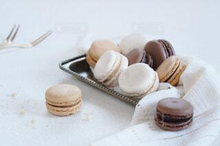 可愛いマカロン 3種類バニラ チョコレート モカの写真・画像素材[4083696]