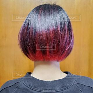 ピンク髪の女性の写真・画像素材[4090965]