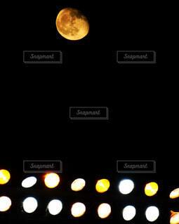 甲子園球場に現れた名月の写真・画像素材[4074488]