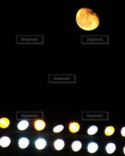 甲子園球場に現れた名月の写真・画像素材[4074491]