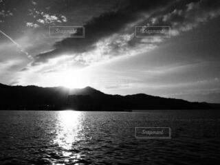 夏の夕暮れの写真・画像素材[4078622]