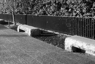 コンクリートのベンチの写真・画像素材[4191998]