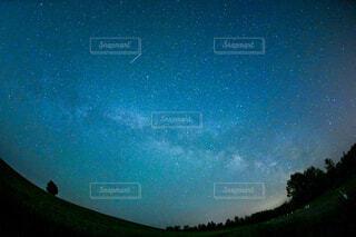 星降る夜の写真・画像素材[4540565]