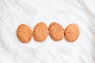 4枚の丸いクッキーの写真・画像素材[4827717]