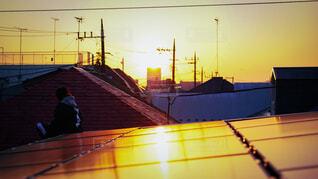 夕暮れの屋根上の写真・画像素材[4131433]