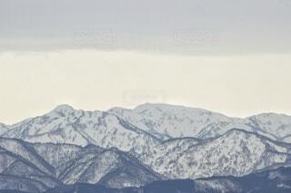 雪に覆われた山の眺めの写真・画像素材[4128669]