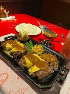 食卓の上の食べ物の写真・画像素材[4193811]