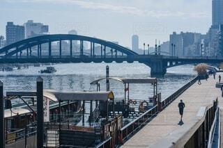 川沿いの平日昼間の風景の写真・画像素材[4092835]