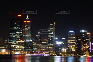 夜の都市の眺めの写真・画像素材[4093281]