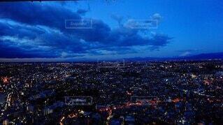 都会の夜明け前の写真・画像素材[4100850]
