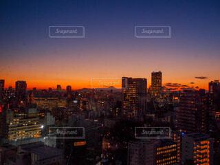 夕暮れの都市の眺めの写真・画像素材[4099623]