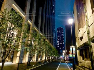歩道を照らす街灯の写真・画像素材[4262531]
