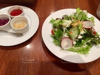 前菜サラダと付け合わせの写真・画像素材[4113780]