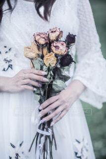 ウェディングドレスを着た人の写真・画像素材[2138154]