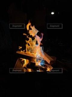 揺らめく炎の写真・画像素材[4667795]