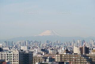 今朝の富士山。雪がまだ残って真っ白。の写真・画像素材[4141302]