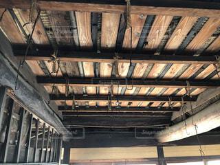 木造古民家の天井の写真・画像素材[4114246]