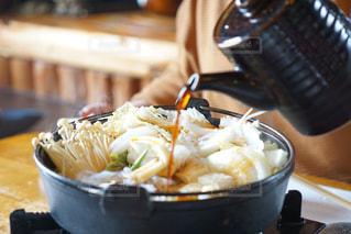 テーブルの上に食べ物のボウル - No.898118