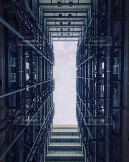 金属フェンスの建物の写真・画像素材[1017455]