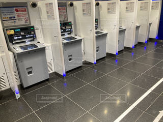銀行ATMで行列の写真・画像素材[4127954]