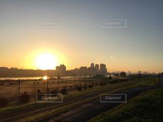 多摩川の朝日の写真・画像素材[219595]