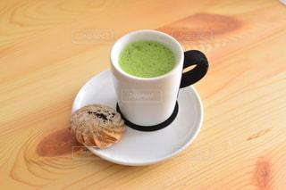 テーブルの上のコーヒー カップ - No.792181
