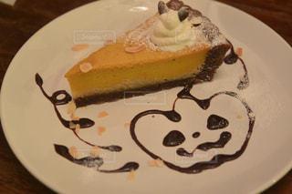 皿にチョコレート ケーキ - No.808133