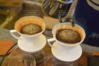テーブルの上のコーヒー カップの写真・画像素材[926897]
