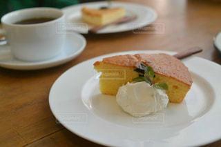チーズケーキとコーヒーの写真・画像素材[1216801]