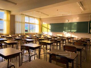 朝の空き教室の写真・画像素材[4131583]